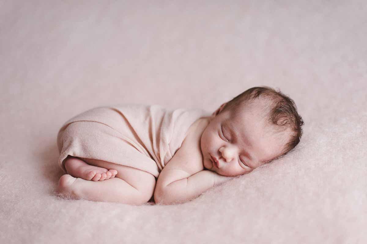 Newborn fotografering Odense hos mig eller hos jer