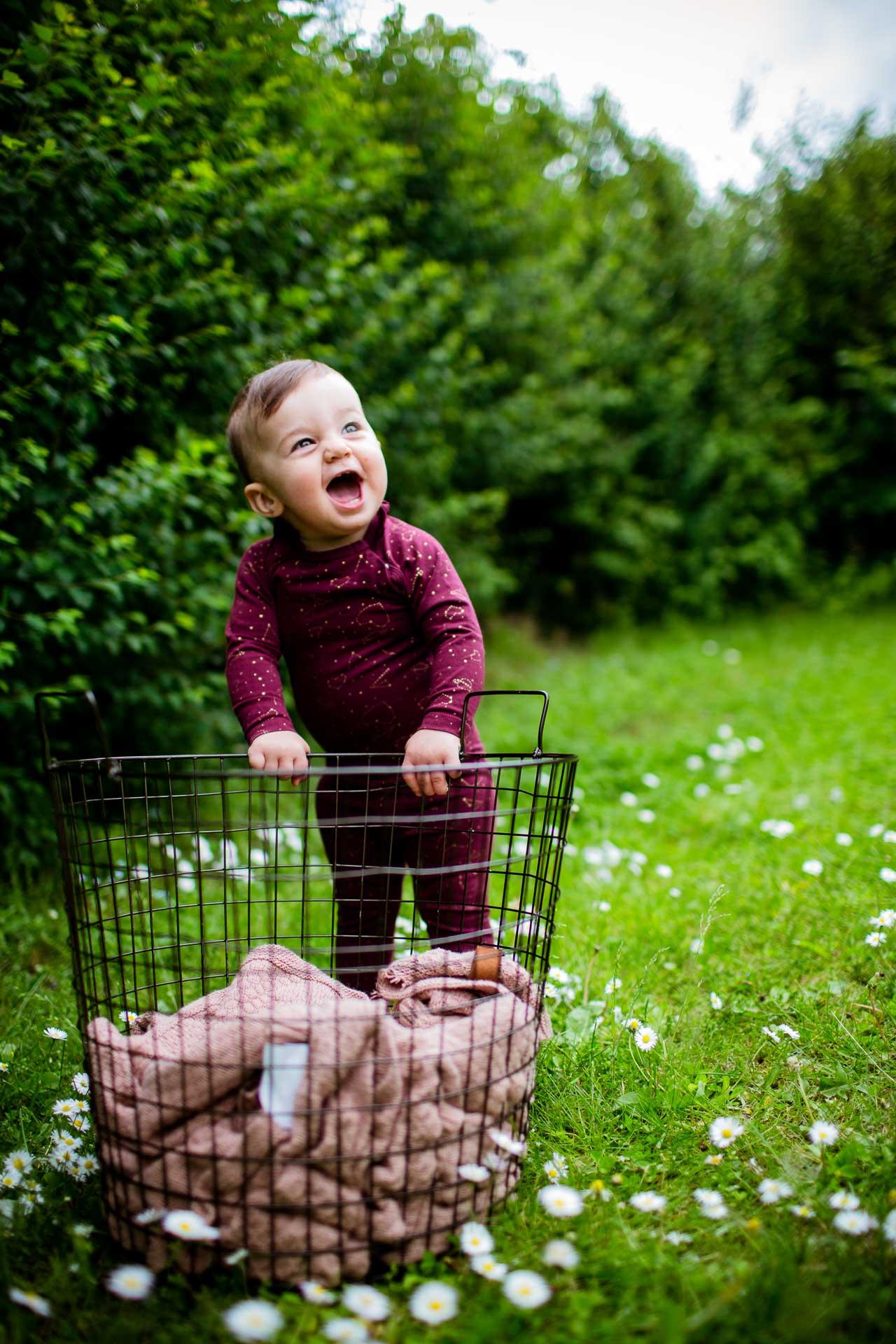 Prisvindende fotograf med stor erfaring med børne og baby fotografering. Børnebilleder i naturen